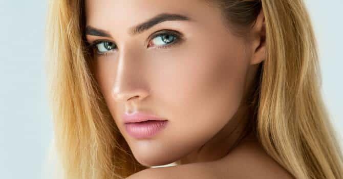Femme beaux sourcils